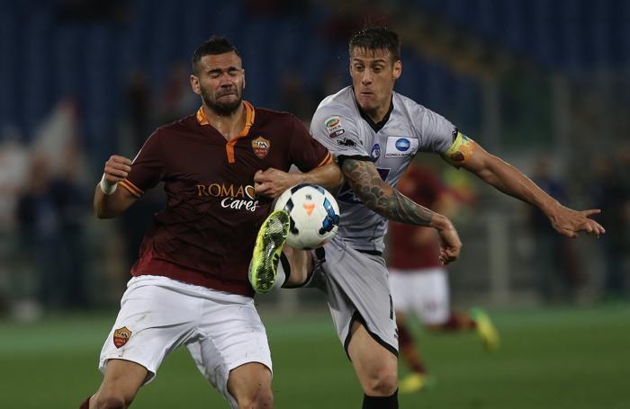 Denis nella partita con la Roma dello scorso anno