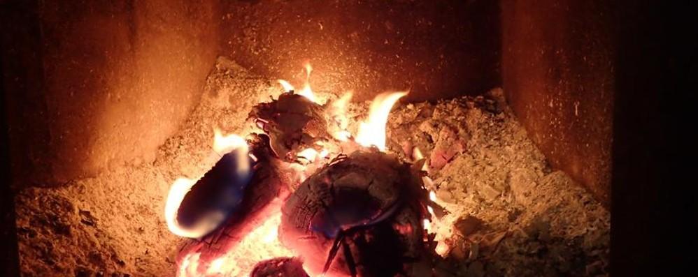 Col freddo ripartono camini e stufe Alcuni consigli per evitare incendi