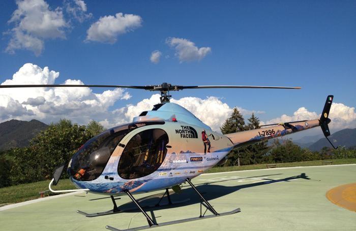 L'elicottero pilotato da Simone Moro