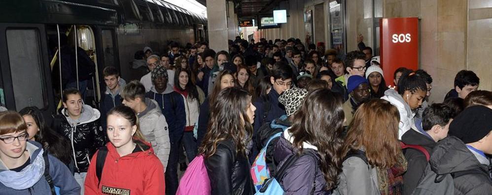 I pendolari per il guasto di Melzo:  «Ora si sconti l'abbonamento 2015»