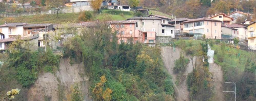 La scarpata di San Martino si muove Sovere: torna l'allarme dopo 12 anni