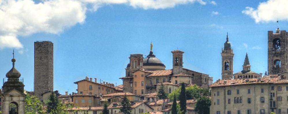Bergamo, la magia delle nuvole Un video per farcela amare ancor di più