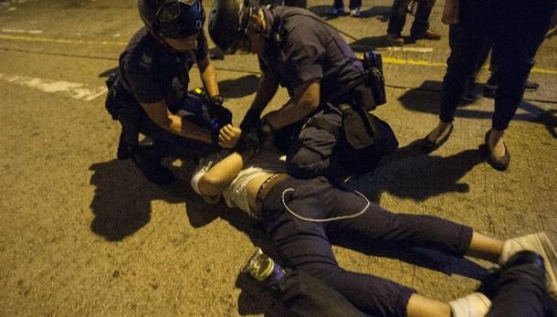 Hong Kong, arrestato leader studenti