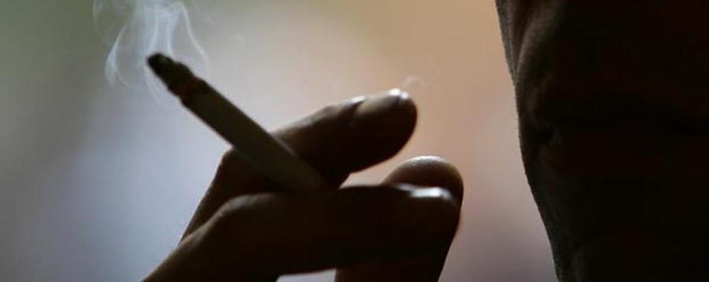 Vietato fumare a scuola (anche fuori) Ma il 73% non rinuncia alla sigaretta