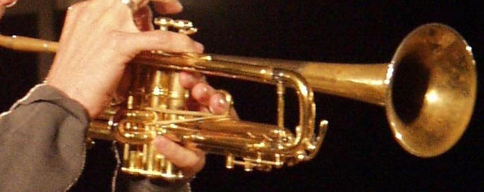 Il centro fra trombettisti e suonatori vari «Qui lavorare è diventato un incubo»