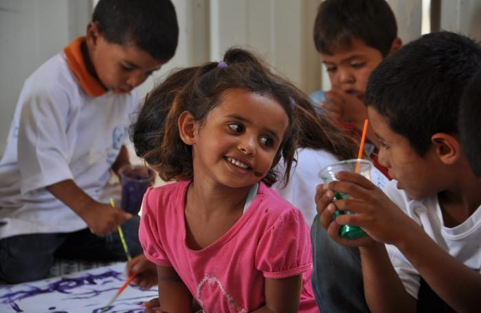 Una bambina in una asilo per famiglie beduine in Terra Santa