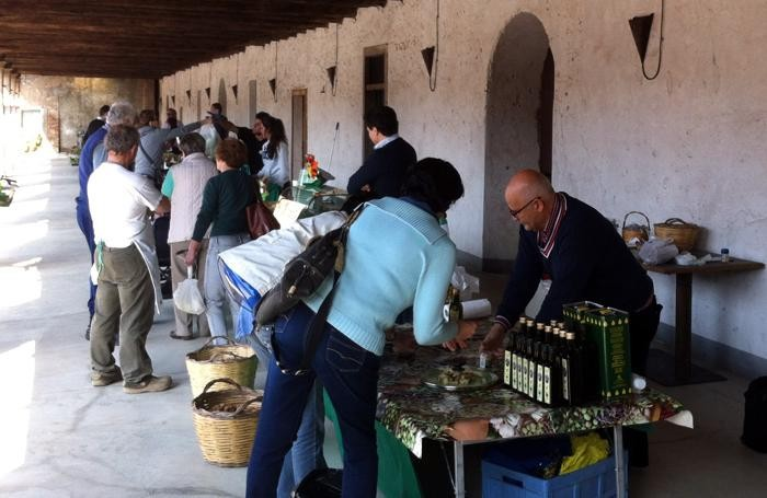 Mercato agricolo alla cascina Carlinga