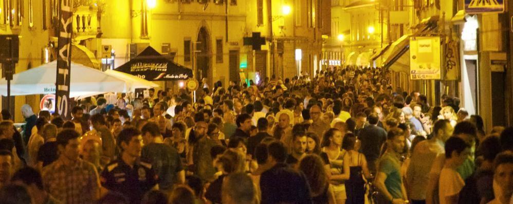 Movida in Santa Caterina Coprifuoco: locali chiusi all'1,30