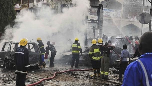 Nigeria: bombe in moschea, 64 morti