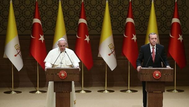 Papa in Turchia: tutti stessi diritti