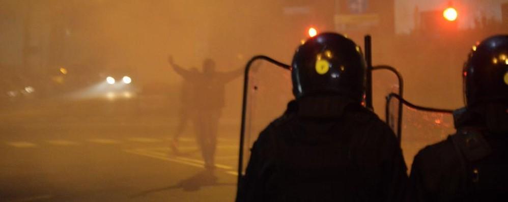 Scontri con gli ultrà, un poliziotto «Nessuno di loro era lì per caso»