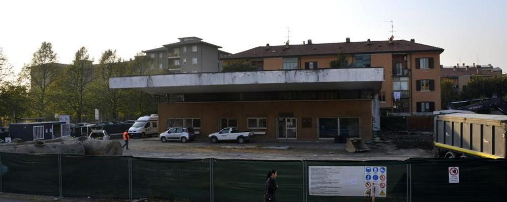 Via Moroni, lavori all'ex distributore  Dopo otto anni ne sorgerà un altro