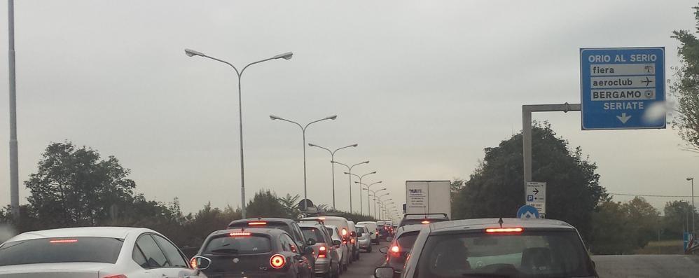 Quattro gocce, traffico in tilt sull'Asse Per il 4 Novembre chiuso il centro