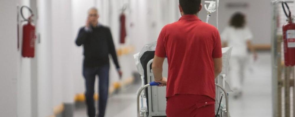 Sanità privata, senza contratto  da 7 anni Un presidio davanti all'Asl di Bergamo