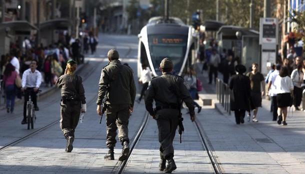 Attentato Gerusalemme, auto su passanti