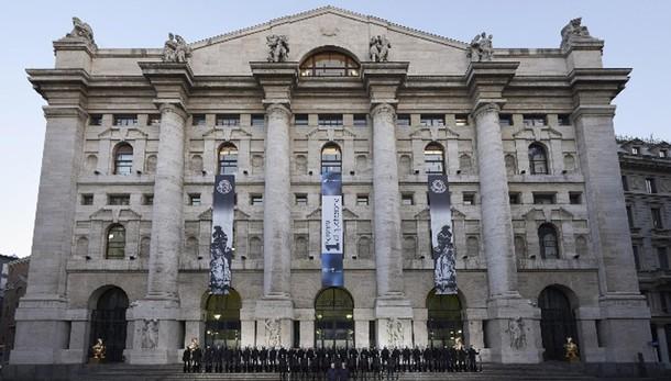 Borsa: Milano chiude in rialzo del 2,60%