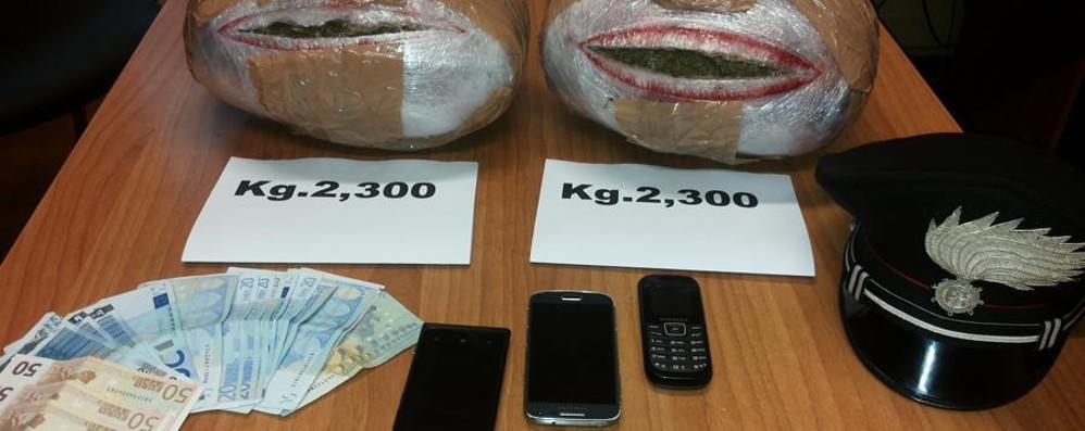 Fermati due albanesi in Mercedes A bordo scoperti 4,6 kg di marijuana