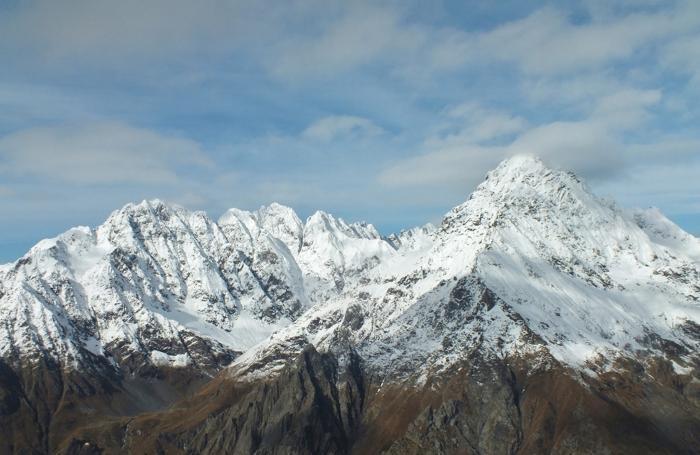 Le montagne dell'alta Val Seriana come si presentavano sabato mattina, prima del ritorno delle nubi