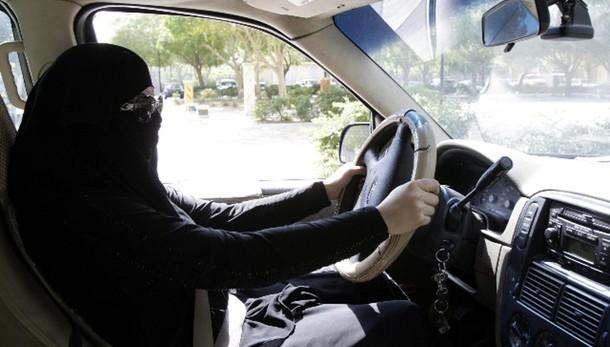 A. Saudita: arrestata donna alla guida