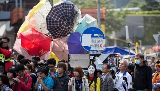 Hong Kong:leader studenti inizia digiuno