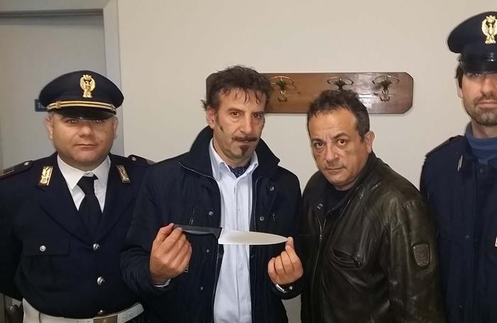 Il coltello da macellaio recuperato dalle forze dell'ordine
