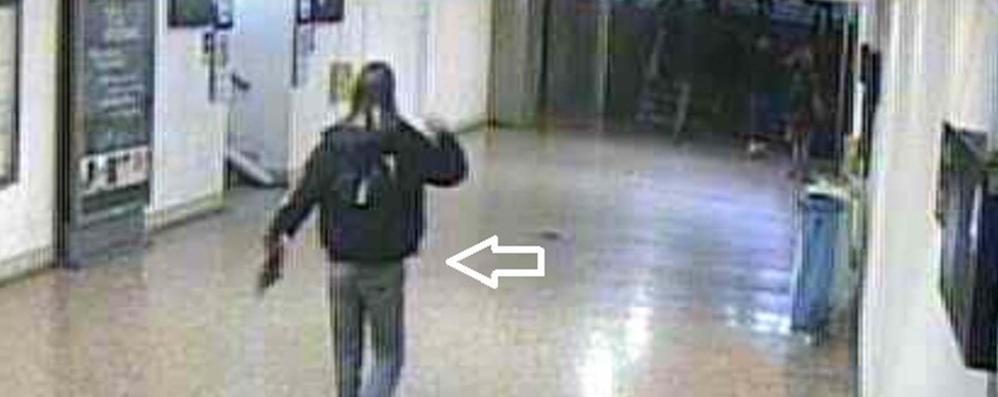Li insegue con un coltello da macellaio  Treviglio, paura per 4 studenti