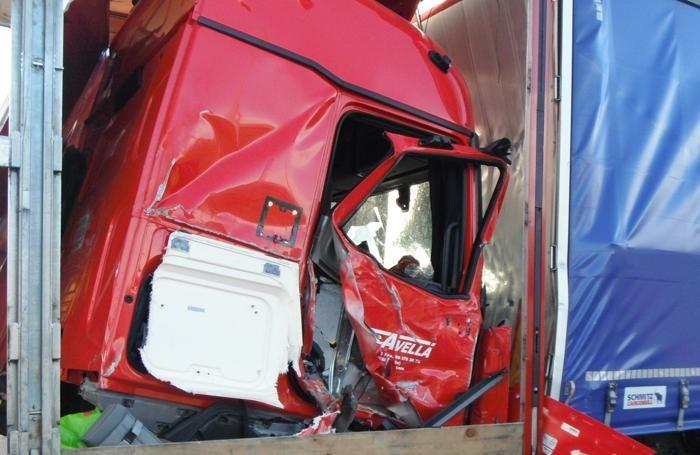 Un dettaglio dell'incidente in autostrada