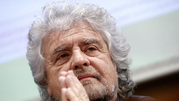 Grillo a Napolitano: lei vive su Marte?