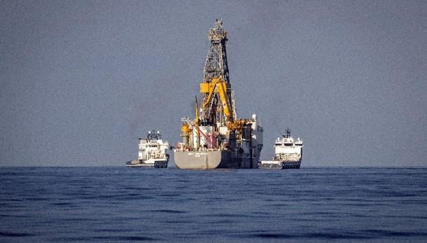 Petrolio riduce calo a Ny, a 60,54 dlr