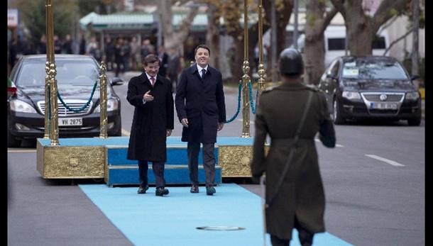 Renzi,Ankara accoglie 2 milioni profughi