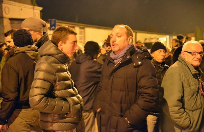 Il senatore Giacomo Stucchi con Alberrto Monella, figlio dell'imprenditore in carcere per aver ucciso un ladro