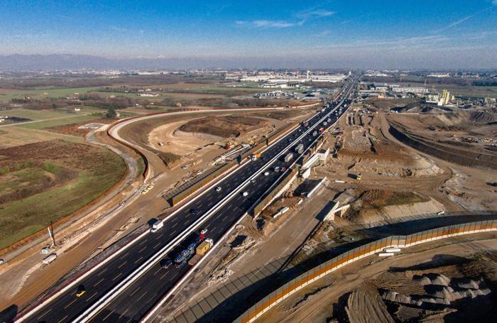 Panoramica dall'alto del raccordo tra Teem-A58 e A4
