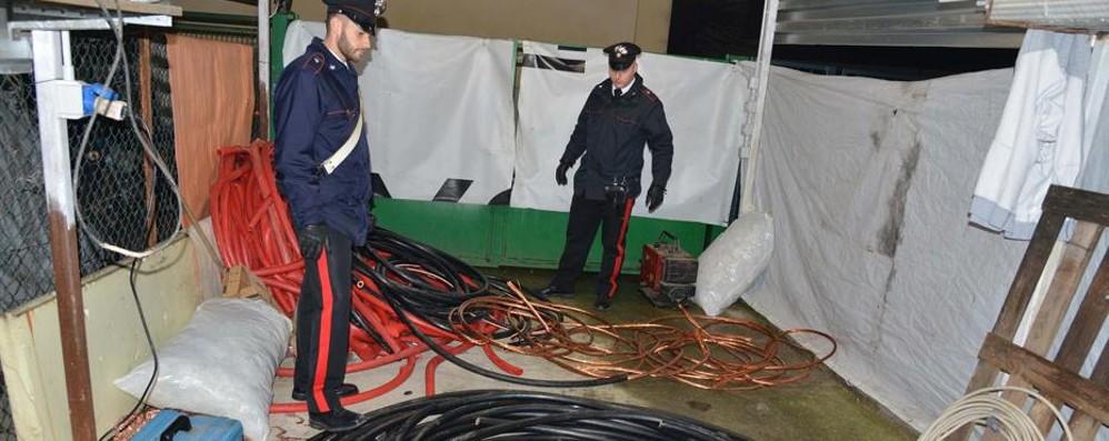 Garage con 1.500 chili di rame sospetto Blitz dei carabinieri, quattro denunciati