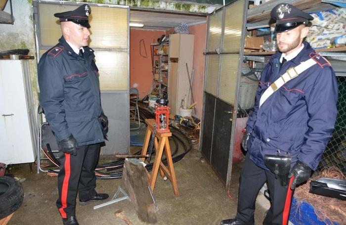 La perquisizione dei carabinieri a Romano