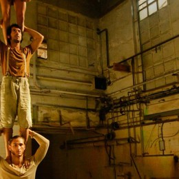 Al  Sociale c'è il circo-teatro «Acrometria» apre la rassegna