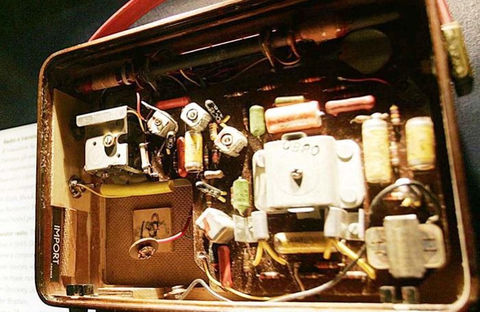 Alcuni vecchi componenti elettronici: la ricerca non si ferma mai
