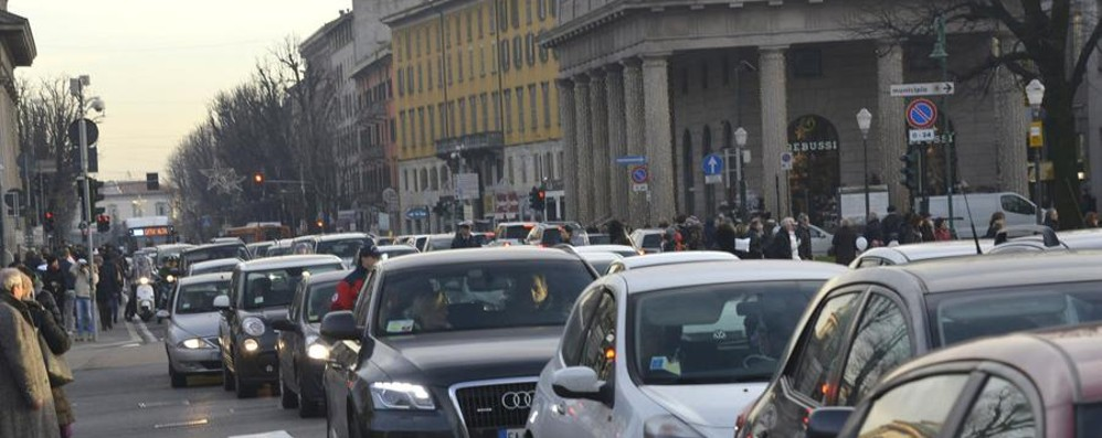«Code, caos e sosta selvaggia Ecco la città del centrodestra»