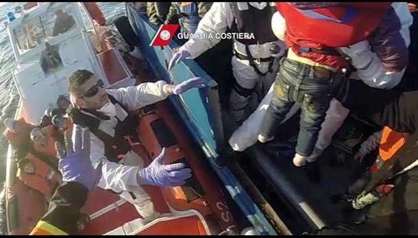 Immigrazione:salvati 67 migranti,4 morti