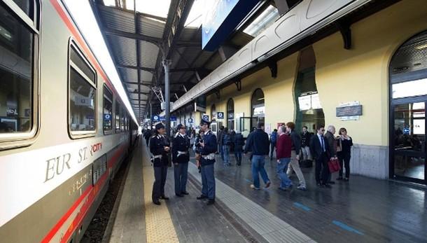 Incendio doloso vicino stazione Bologna
