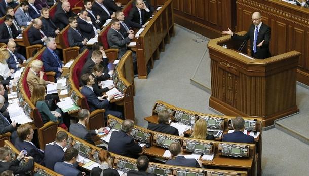 Kiev rinuncia a status non allineati
