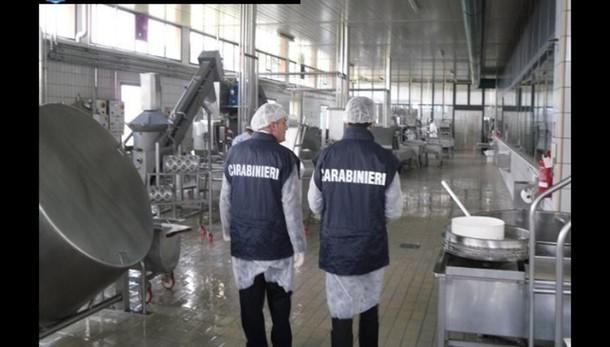 Nas sequestrano 60 tonnellate alimenti