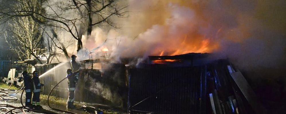 Forte boato e fiamme altissime Incendio a Gandino la vigilia di Natale