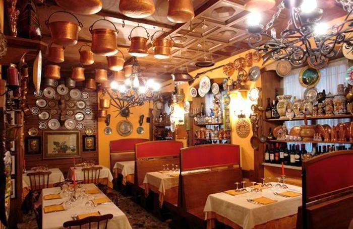 L'interno del ristorante L'Agnello d'oro