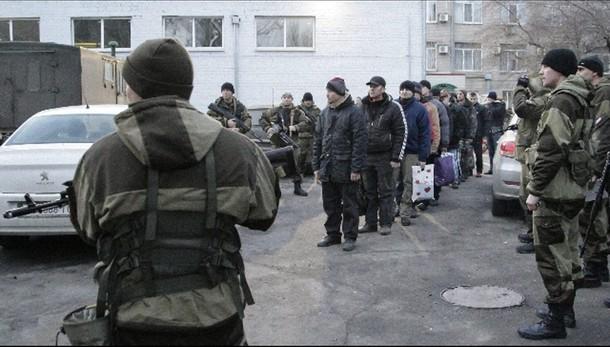 Ucraina:Poroshenko saluta soldati liberi