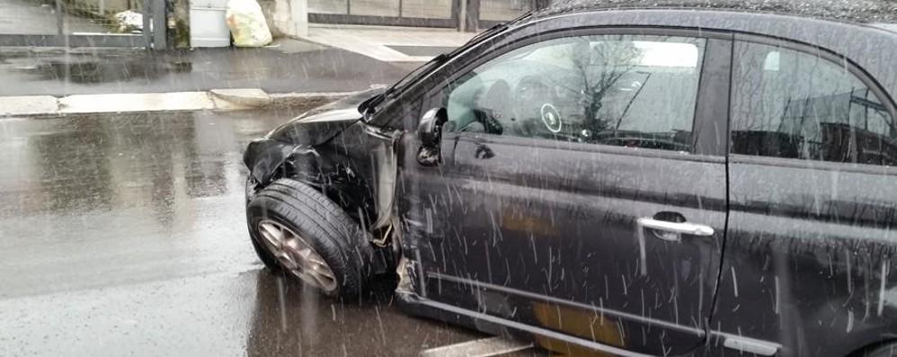 Strade scivolose, raffica di incidenti Investito pedone a Zanica: è grave