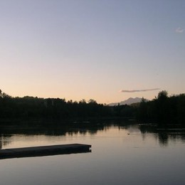 Il laghetto di Trezzo con le Grigne sullo sfondo di Maurizia Rosettin