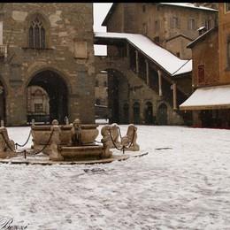 Piazza Vecchia in una foto di Roberto Bezzi