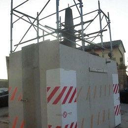 Obelisco danneggiato e dimenticato «Non ci sono solo i grandi progetti»