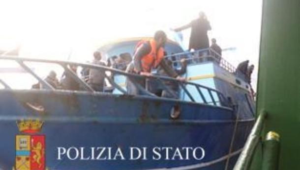 Immigrazione: arrestati 11 trafficanti