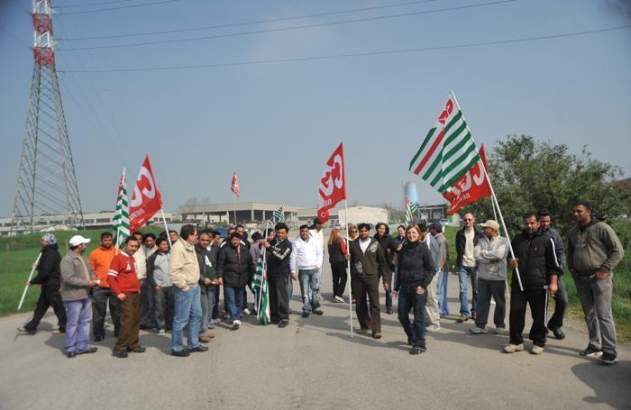 Un presidio dei lavoratori alla Natura.com di Bolgare